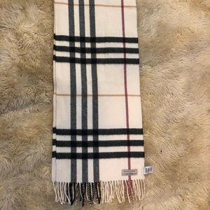 Cashmere Burberry scarf 💕